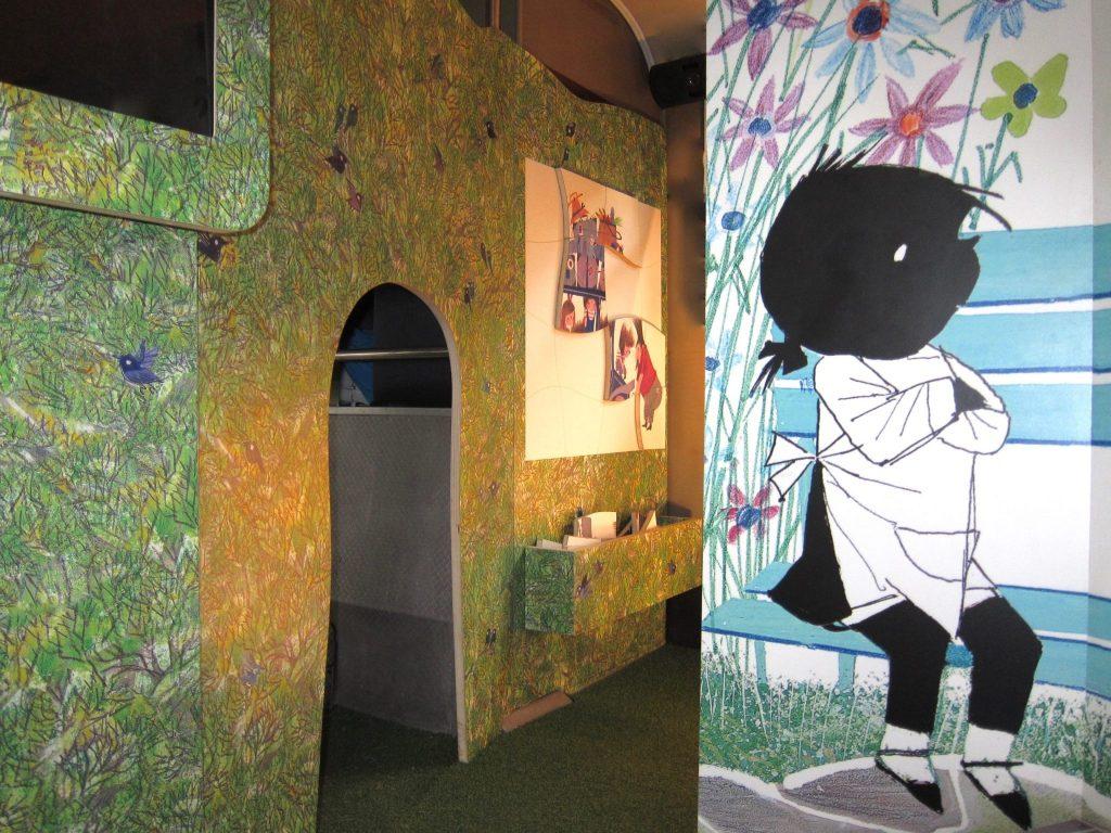 De ingang van het doolhof met de 'grote puzzel' en op de voorgrond het 'foto momentje'