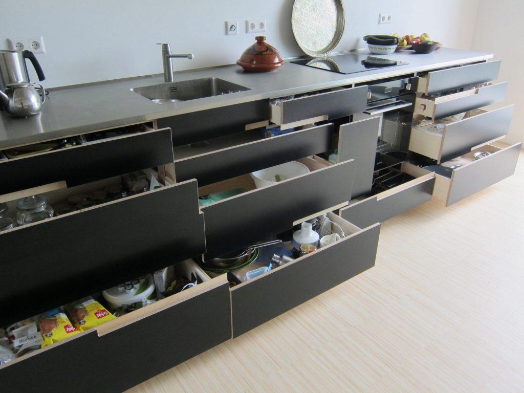 Deze keuken bestaat voornamelijk uit lades die volledig uittrekbaar zijn