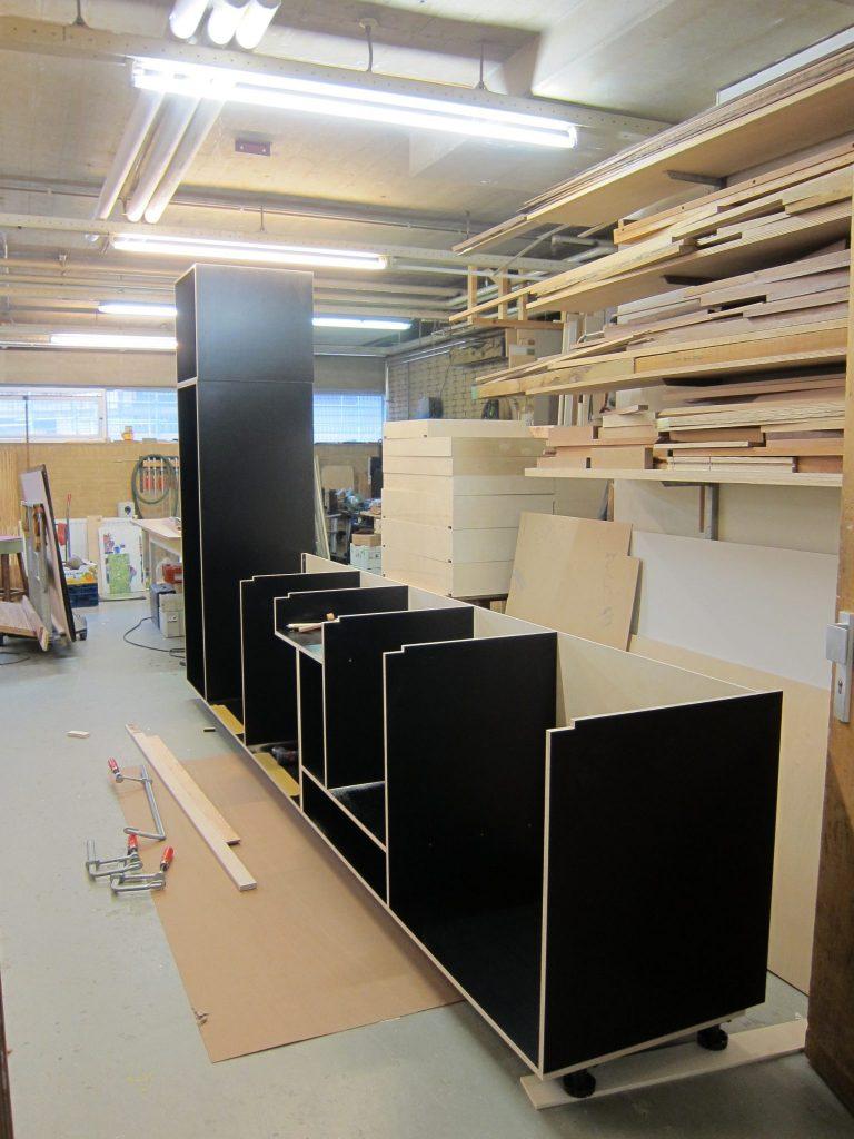 De keuken opgebouwd in de werkplaats, als alles perfect past gaat het geheel in delen op transport