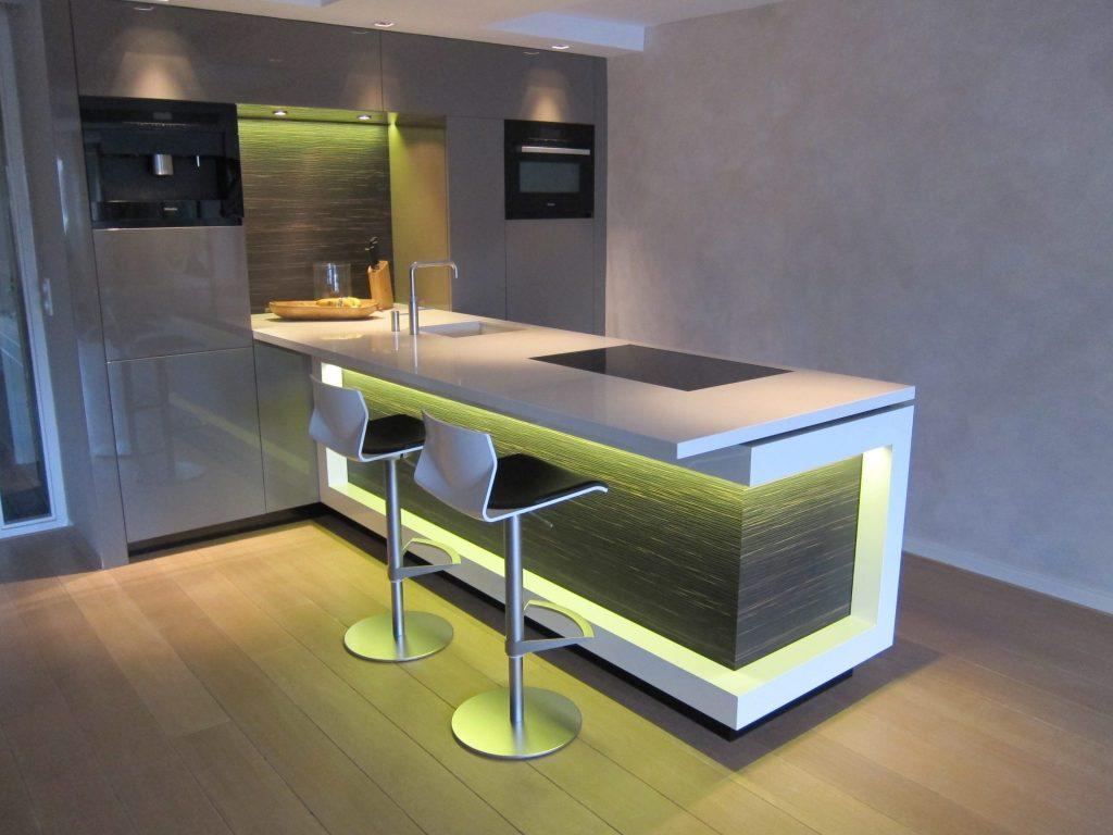 Met een afstandbediening kan de ledverlichting in de keuken worden aangepast