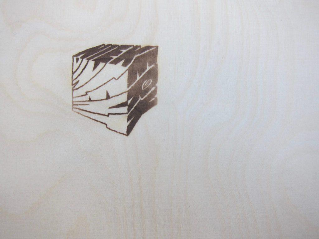 Het logo Vincent Niekerk op de zijkant van een lade