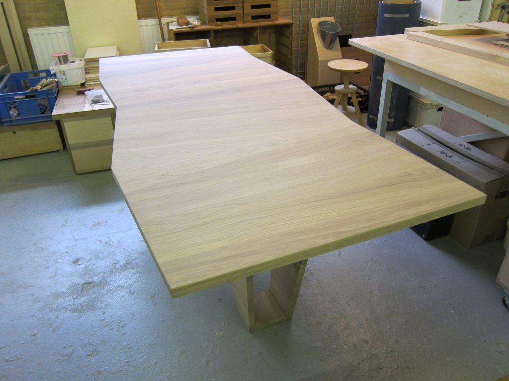 Tafelblad van 3cm dik massief eiken, als eettafel of als bureau toepasbaar.