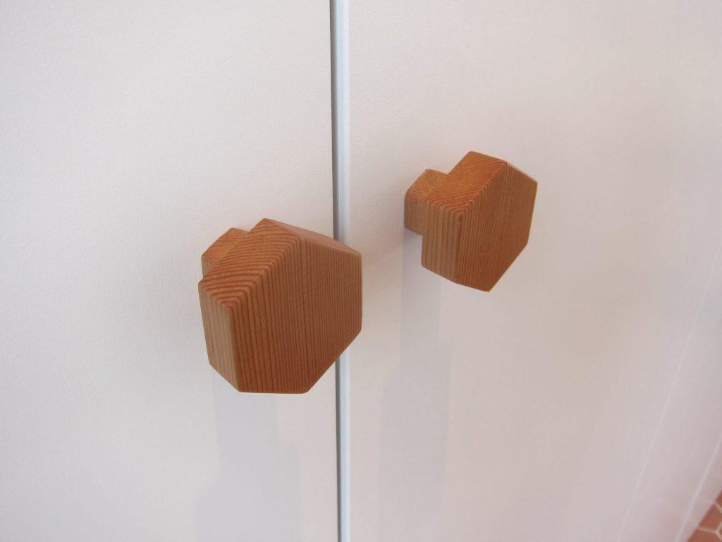 Detailfoto van de speciale deurknoppen