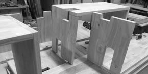 Handgemaakte houten meubels met oog voor detail.